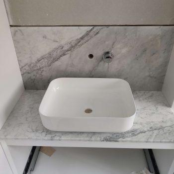 Blat łazienkowy z marmuru BIANCO CARRARA